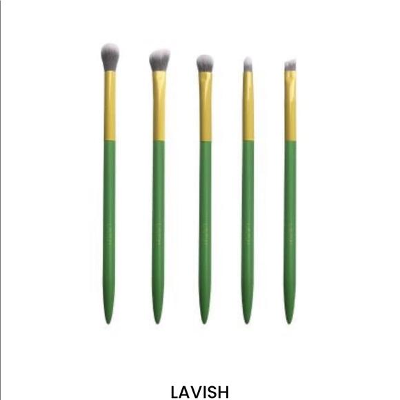 New lavish eye brush set